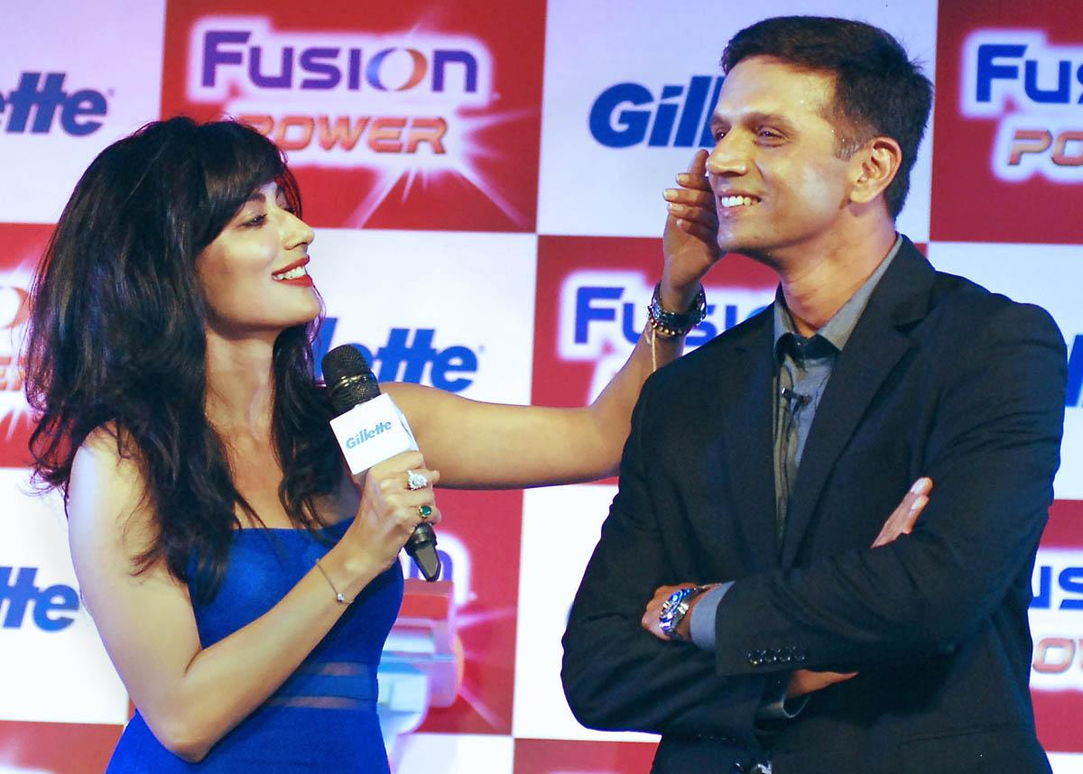 Actress Chitrangada Singh (L) and former Indian cricketer Rahul Dravid pose during a promotional event in Mumbai on June 27, 2013.    AFP PHOTO