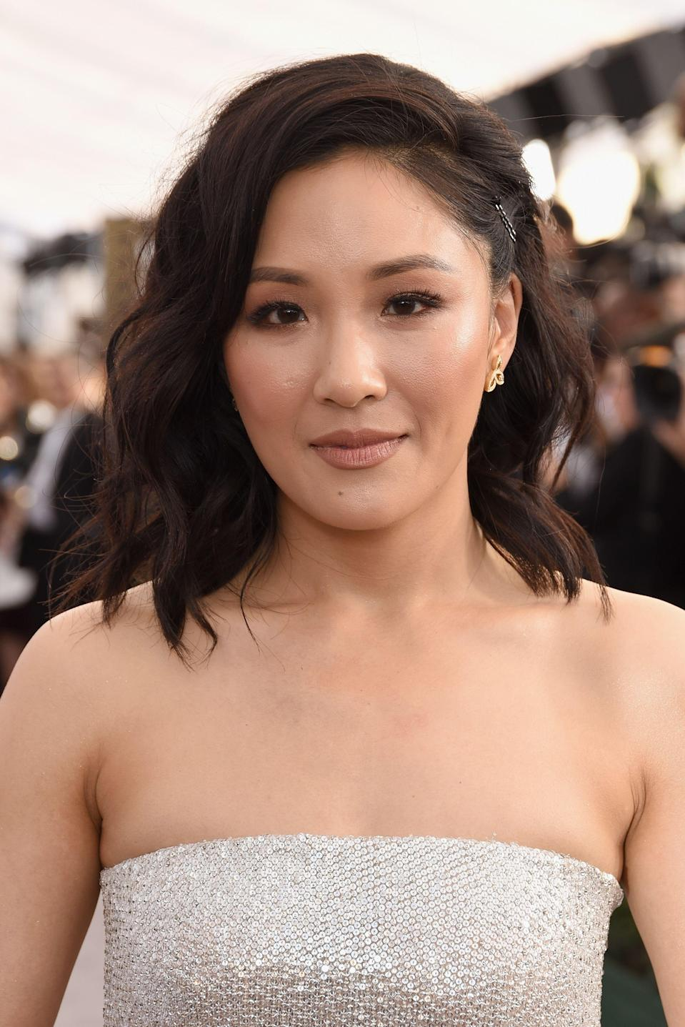 <p>You might think this is just your everyday dark brown, but when the light hits <strong>Constance Wu</strong>'s waves, you can see barely-there highlights. </p>