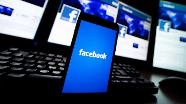 PHOTO: The loading screen of the Facebook application on a mobile phone is seen in this photo illustration taken in Lavigny, Switzerland, May 16, 2012. (Valentin Flauraud/Reuters, FILE)