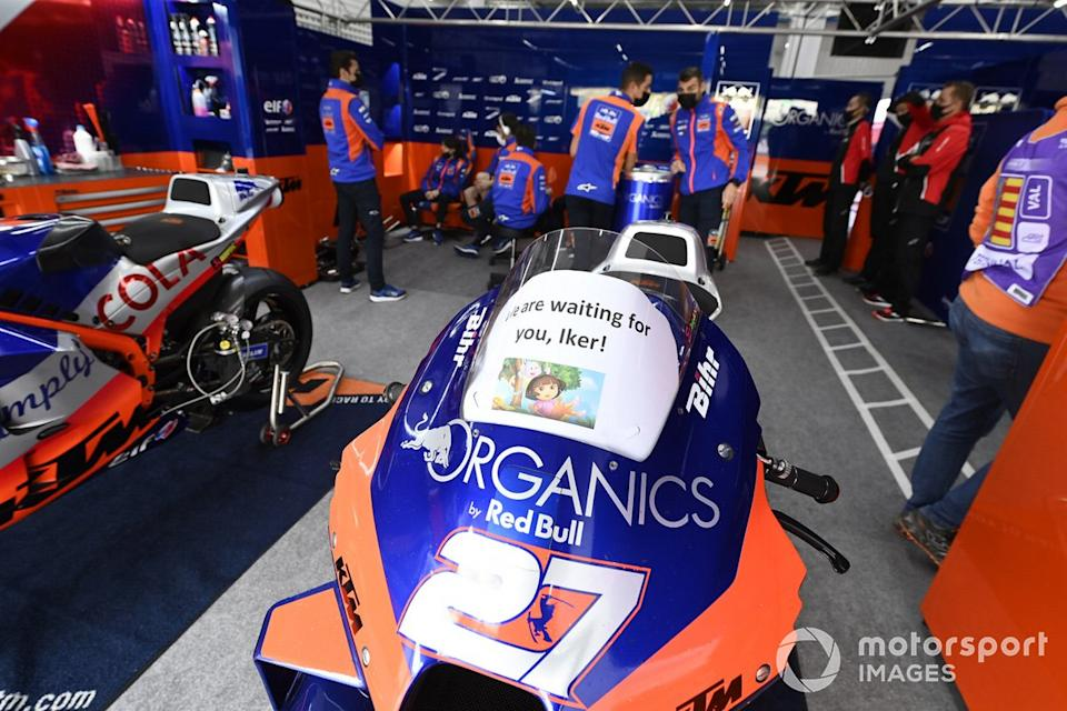 """Iker Lecuona, Red Bull KTM Tech 3 moto<span class=""""copyright"""">Gold and Goose / Motorsport Images</span>"""