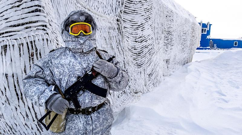A guard at the Russian military base on Kotelny island, beyond the Artic circle, illustrates Russia's interest in the strategic region (AFP Photo/Maxime POPOV)