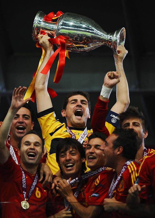 KIEV, UKRAINE - JULY 01: Iker Casillas (C) of Spain lifts the trophy as he celebrates following victory in the UEFA EURO 2012 final match between Spain and Italy at the Olympic Stadium on July 1, 2012 in Kiev, Ukraine. (Photo by Laurence Griffiths/Getty Images)
