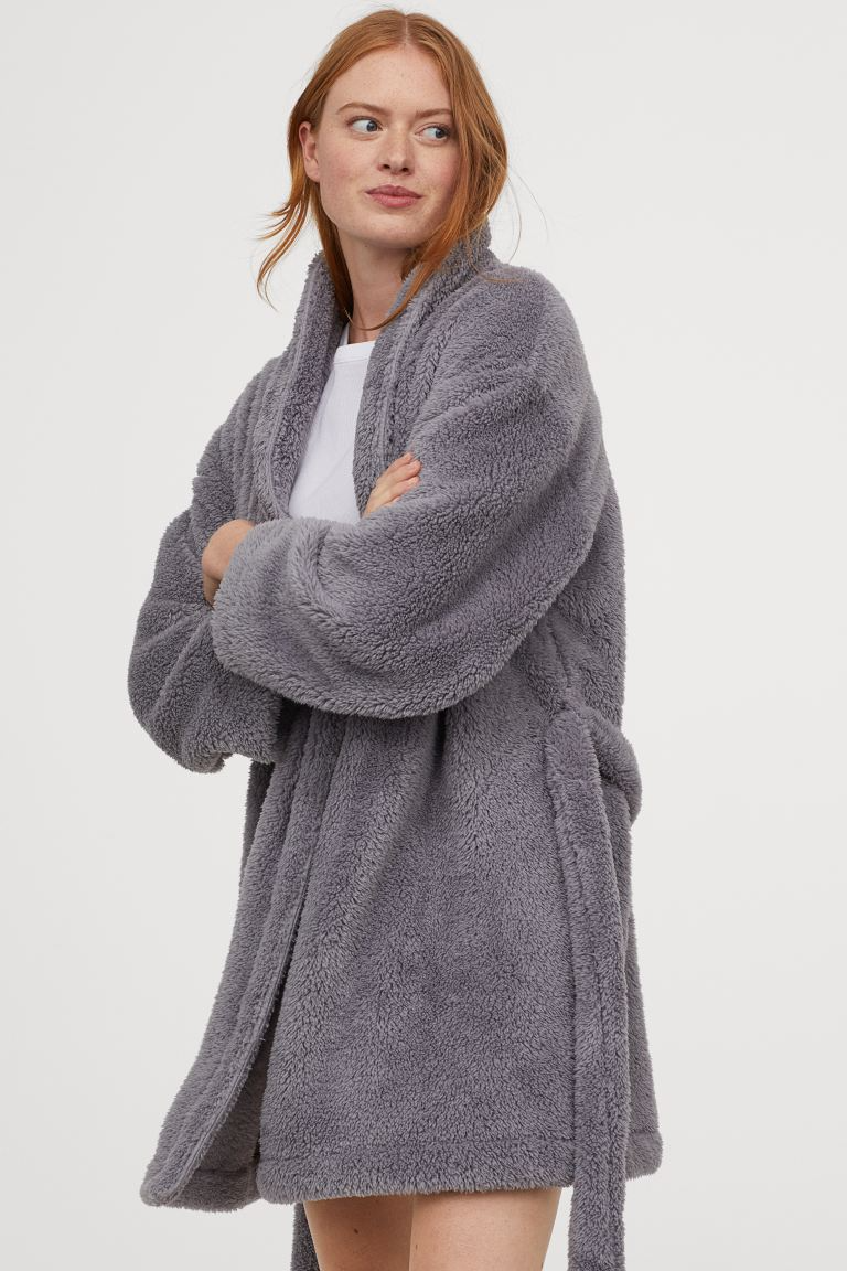 """<h3><h2>H&M Faux Shearling Bathrobe</h2></h3><br>The cozy shearling robe of your dreams does exist IRL — and you can snag it at H&M for under $30. <br><br><strong>H&M</strong> Faux Shearling Bathrobe, $, available at <a href=""""https://go.skimresources.com/?id=30283X879131&url=https%3A%2F%2Fwww2.hm.com%2Fen_us%2Fproductpage.0770345005.html"""" rel=""""nofollow noopener"""" target=""""_blank"""" data-ylk=""""slk:H&M"""" class=""""link rapid-noclick-resp"""">H&M</a>"""