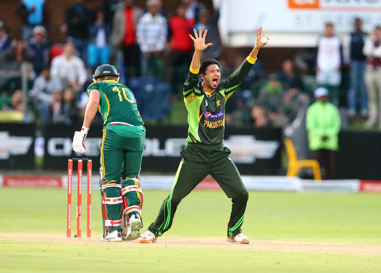 PORT ELIZABETH, SOUTH AFRICA - NOVEMBER 27: An unsuccessful appeal from Junaid Khan of Pakistan during the 2nd One Day International match between South Africa and Pakistan at AXXESS St Georges on November 27, 2013 in Port Elizabeth, South Africa. (Photo by Richard Huggard/Gallo Images)