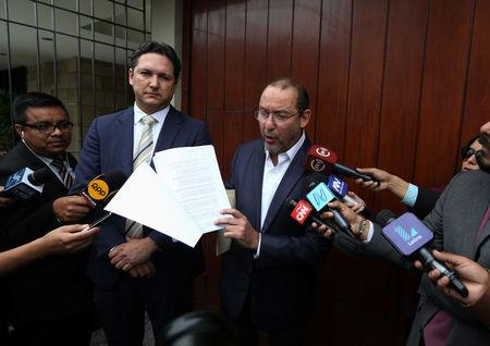 Jose Chlimper, Secretary General of Fuerza Popular talks to the press outside the office of opposition leader Keiko Fujimori during a raid investigating suspected bribes linked to Odebrecht company in Lima, Peru, December 7, 2017.  REUTERS/Mariana Bazo