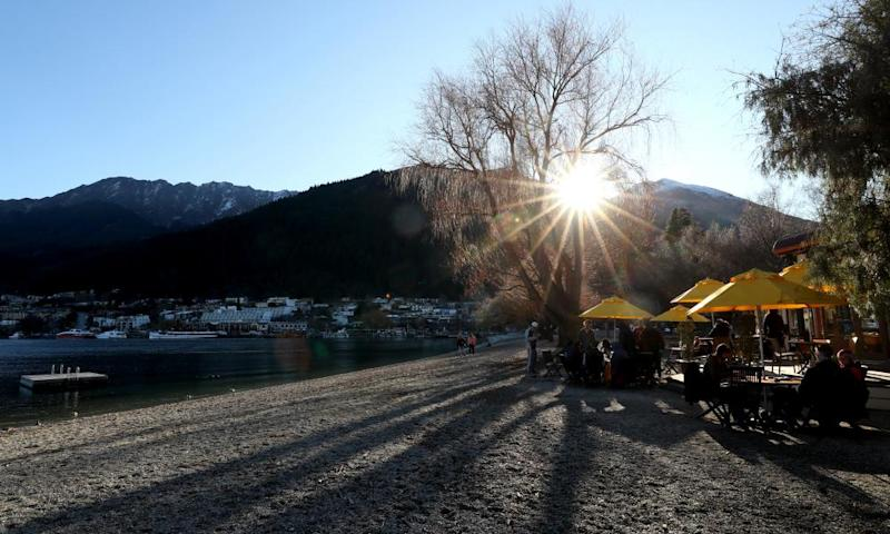 The lake front in Queenstown