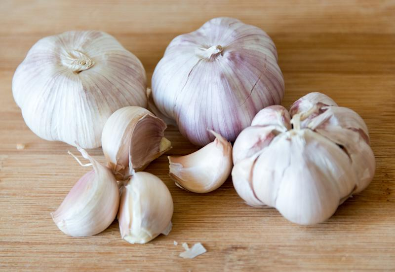 INSANE garlic hack reveals how you can peel the cloves in SECONDS