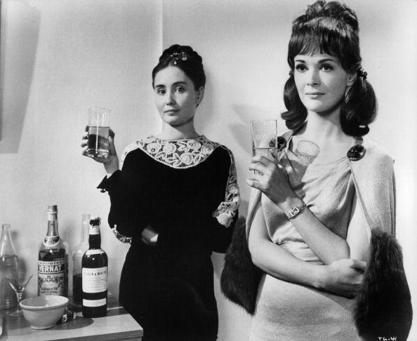 <p>It would be considered rude if a guest helped themselves to the bar upon arrival, as it was the host's responsibility. Drinks were typically made in the kitchen or bar, then brought out to everyone. </p>