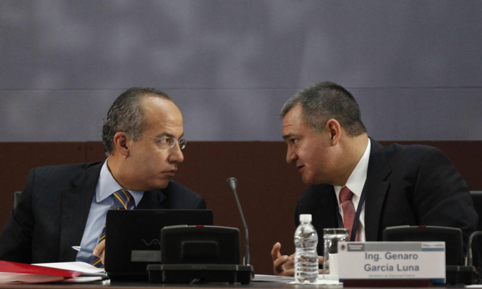"Mexico's President Felipe Calderon, left, speaks with Mexico's Secretary of Public Safety Genaro Garcia Luna at an anti-crime round-table ""Dialog for Security"" in Mexico City, Friday Aug. 27, 2010. (AP Photo/Alexandre Meneghini)"