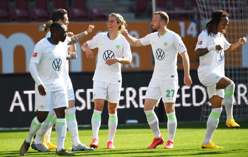 Wolfsburg beat Augsburg 2-1 with stoppage-time winner from Ginczek