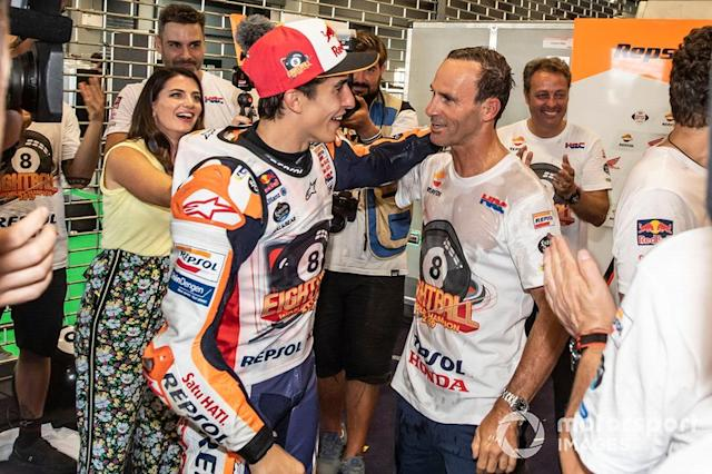 "Marc Márquez, Repsol Honda Team, con Alberto Puig, Director Repsol Honda Team <span class=""copyright"">Gold and Goose / Motorsport Images</span>"