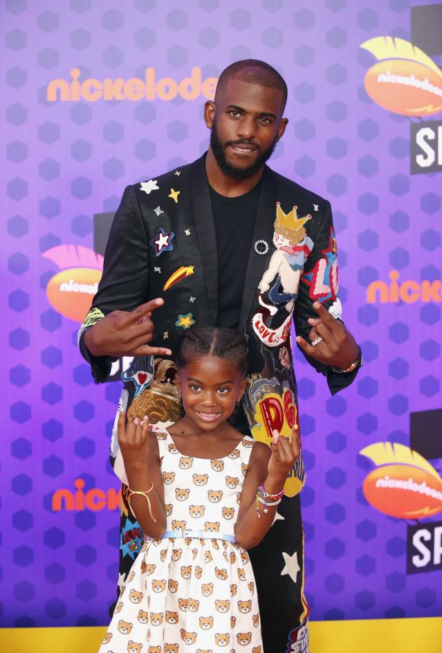 Kids Choice Sport Awards 2018 – Arrivals – Los Angeles, California, U.S., 19/07/2018. Houston Rockets NBA basketball player Chris Paul poses with daughter Camryn. REUTERS/Danny Moloshok
