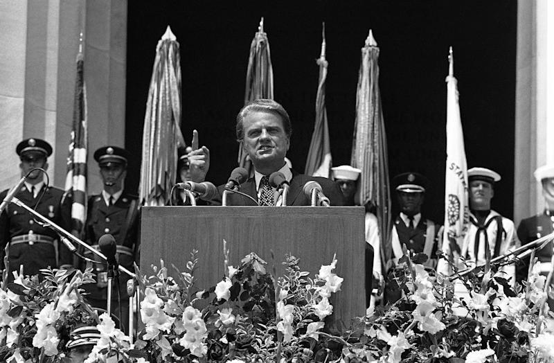 Evangelist Billy Graham speaks from the steps of the Lincoln Memorial on July 4, 1970 during opening ceremonies for