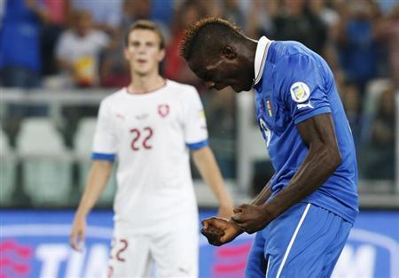 Italy's Balotelli celebrates after scoring a penalty against Czech Republic during their 2014 World Cup qualifying soccer match in Turin