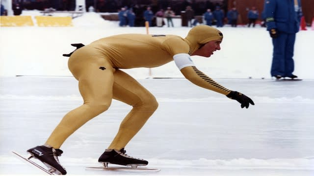 Sochi mysteries: Why do speedskaters hold their hands behind their backs?