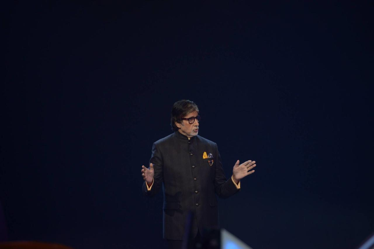 <p>The legendry Big B collaborated with an NGO; and to lead the way for others, donated his eyes. Not only will this gesture bring light to someone's life, but inspire millions of his followers to walk the path. His follower-ship certainly starts at home. How, you wonder? Swipe to the next slide. </p>