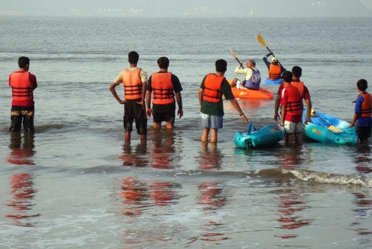 During a kayaking training program, kayakers learn to sail against the waves with different paddle strokes.