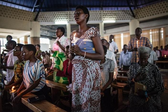 People gather at the St. Anna Cathedral in Musaga, a district in Burundi's capital that has been at the heart of violent protests against President Pierre Nkurunziza's third term bid, in Bujumbura, on June 26, 2015 (AFP Photo/Marco Longari)