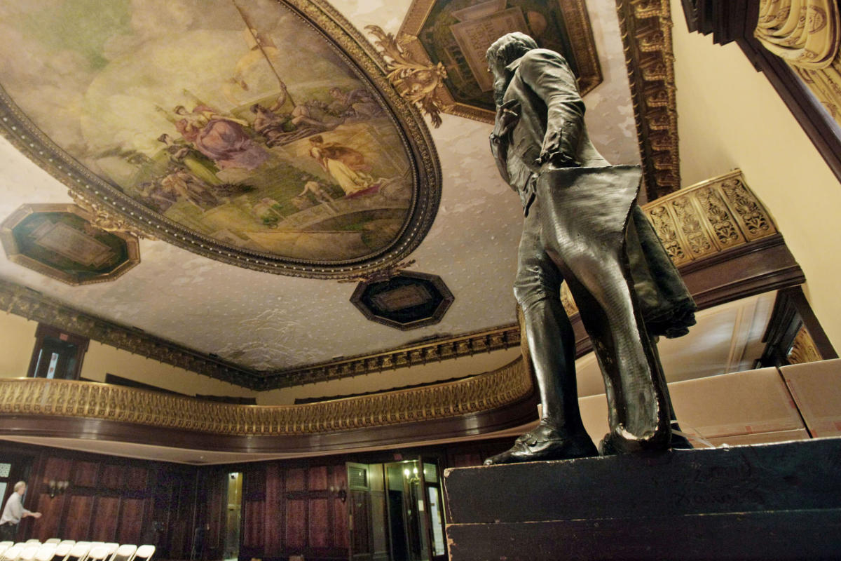 Thomas Jefferson statue to be removed from New York City Hall