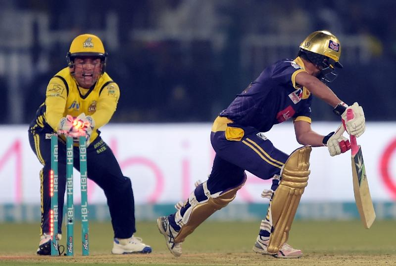 Peshawar Zalmi wicketkeeper Kamran Akmal (L) makes a succussful stump out of Quetta Gladiators batsman Muhammad Nawaz (R) during the final cricket match of the PSL between Quetta Gladiators and Peshawar Zalmi in Lahore on March 5, 2017 (AFP Photo/AAMIR QURESHI)