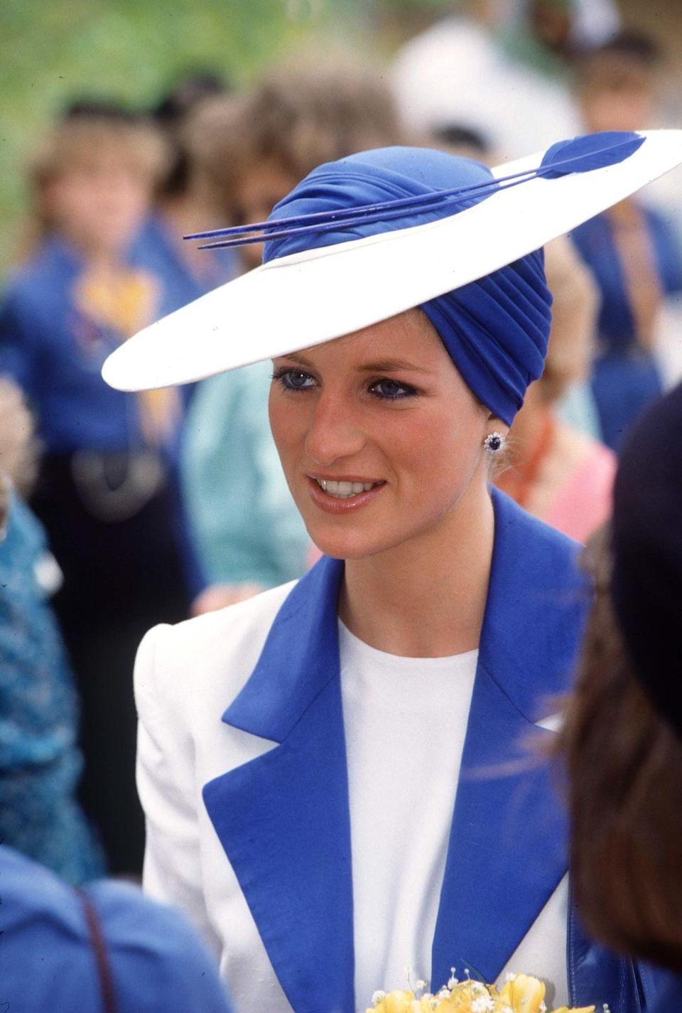 <p>The Princess of Wales had the opportunity to wear a truly unique hat during her official tour of Dubai. (Note the blue eyeliner, matched to her suit and topper.)<br></p>