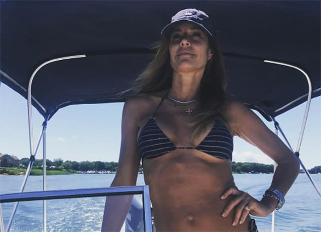 The 49-year-old looks amazing in a bikini. (Photo:  kellybensimon/ Instagram)