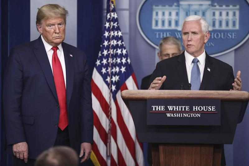 Mike Pence (r.) und Präsident Donald Trump (Photographer: Oliver Contreras/SIPA/Bloomberg)