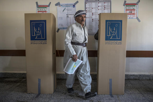 <p>Voters head to polling stations to cast their vote for the Iraqi parliamentary election on May 12, 2018 in Erbil, Iraq. (Photo: Younes Mohammed/Getty Images) </p>