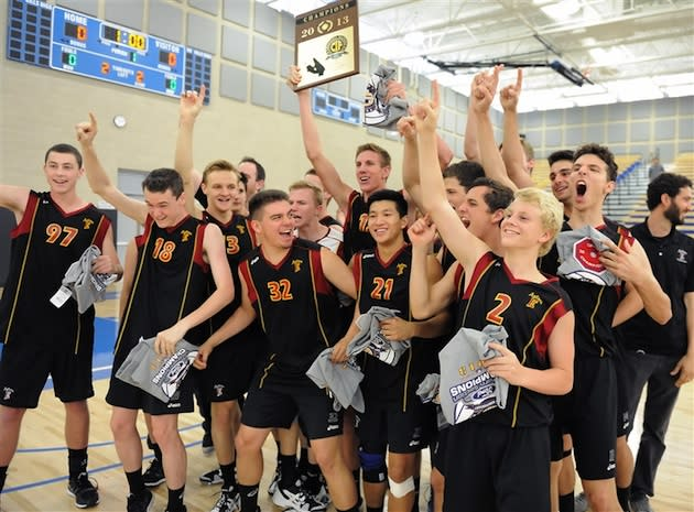 The Esperanza volleyball team celebrates it's Division 2 sectional crown — EHSVolleyball.net