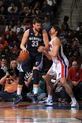 AUBURN HILLS, MI - FEBRUARY 19: Marc Gasol #33 of the Memphis Grizzlies controls the ball against Viacheslav Kravtsov #55 of the Detroit Pistons on February 19, 2013 at The Palace of Auburn Hills in Auburn Hills, Michigan. (Photo by Allen Einstein/NBAE via Getty Images)