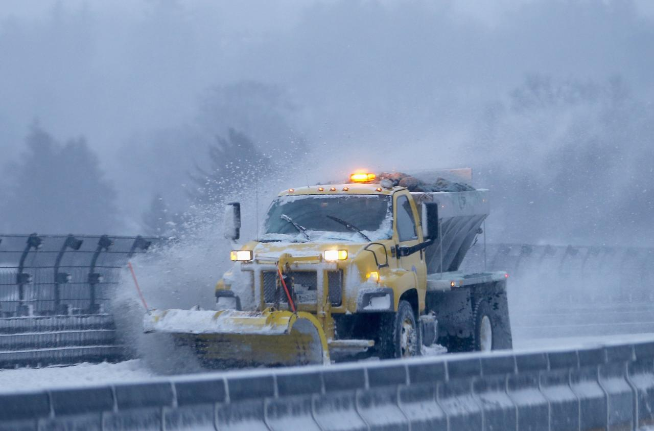 A snow plow clears the road of snow along the New York State Thruway Interstate 87 in Tarrytown, New York, January 3, 2014. A major snowstorm producing blizzard-like conditions hammered the northeastern United States on Friday, causing more than 1,000 U.S. flight delays and cancellations, paralyzing road travel, and closing schools and government offices. REUTERS/Mike Segar (UNITED STATES - Tags: ENVIRONMENT)
