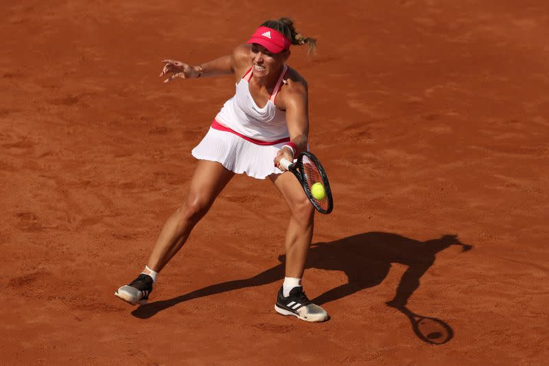 Kerber goes out early again in Paris