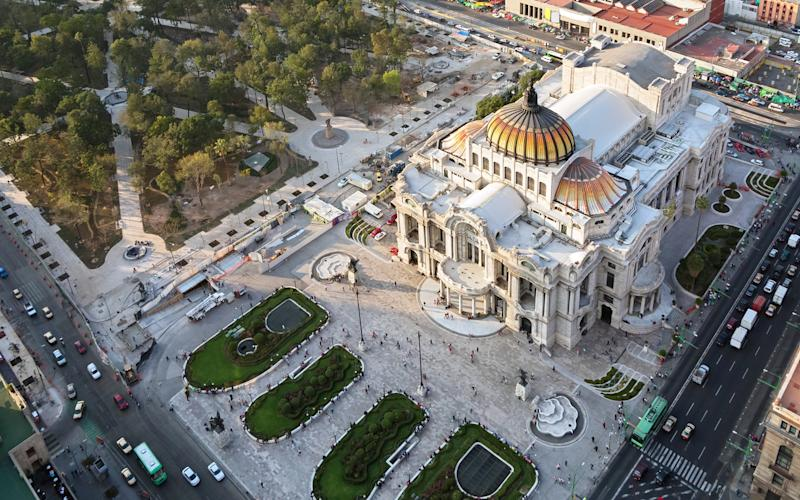 Begin your visit with a climb to the top of Torre Latinoamericana, from which you can peer down at key sights such as the Zócalo, the golden dome of the Palacio de Bellas Artes and the Templo Mayor - stockcam