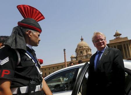 Swedish Defence Minister Peter Hultqvist (R) leaves after his ceremonial reception in New Delhi, India, June 10, 2015. REUTERS/Adnan Abidi