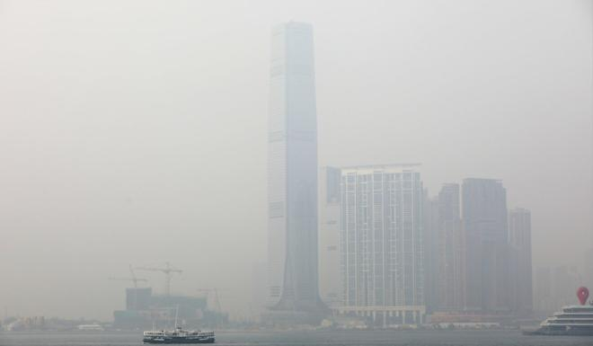 Smog obscures the view of Hong Kong's International Commerce Centre on a poor air quality day in 2018. Photo: Sam Tsang