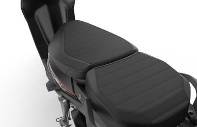 Extra large seat (CNW Group/Motorino Electric Cycles)
