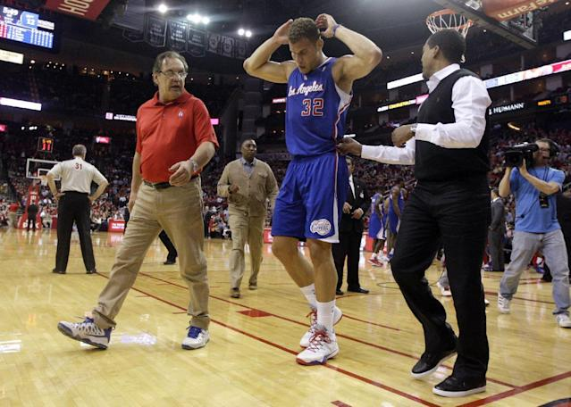 Los Angeles Clippers forward Blake Griffin (32) leaves the court during the first quarter of an NBA basketball game against the Houston Rockets, Saturday, March 29, 2013, in Houston. Griffin is doubtful to return against the Rockets after he left with lower back spasms. (AP Photo/Patric Schneider)