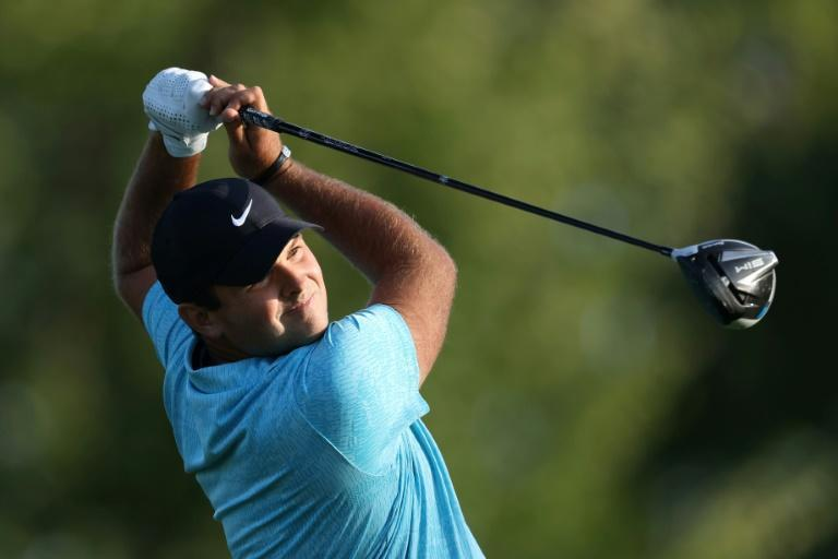 Patrick Reed birdied his final hole to fire a level par 70 and grab a one-stroke lead after Friday's second round of the 120th US Open at Winged Foot