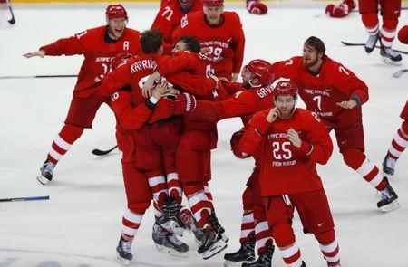 Ice Hockey - Pyeongchang 2018 Winter Olympics - Men's Final Game - Olympic Athletes from Russia v Germany - Gangneung Hockey Centre, Gangneung, South Korea - February 25, 2018 - Olympic Athletes from Russia celebrate their win. REUTERS/Brian Snyder