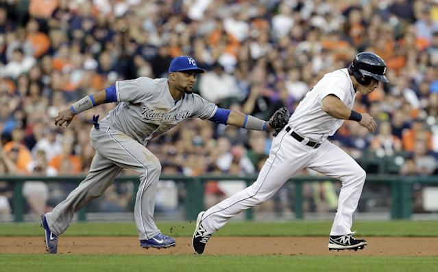 Kansas City Royals third baseman Emilio Bonifacio, left, tags out Detroit Tigers' Andy Dirks in a rundown on a ball hit by Torii Hunter in the third inning of a baseball game in Detroit, Thursday, Aug. 15, 2013. Hunter was thrown out at first base after Dirks was tagged. (AP Photo/Paul Sancya)