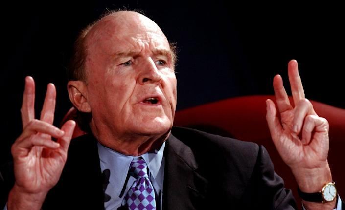 Former GE chairman and chief executive Jack Welch speaks at the International Society of Six Sigma Professionals' annual conference, Monday, June 24, 2002, at a conference center in Chantilly, Va. (AP Photo/Linda Spillers)