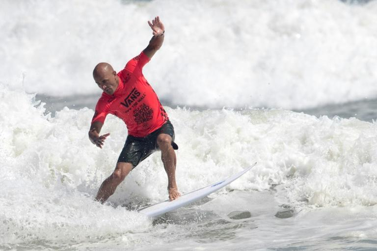 Kelly Slater, here taming the Miyazaki surf at the weekend, won his first world championship 27 years ago and is still competing (AFP Photo/Behrouz MEHRI)