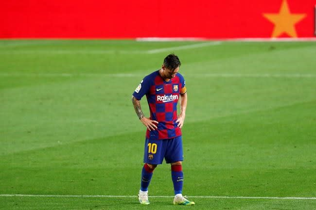 Messi blasts 'weak' team after Barcelona loses league title