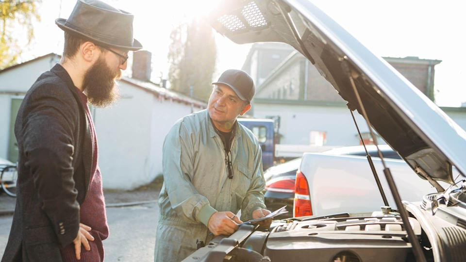 auto mechanic and customer talking about the problems of the car.