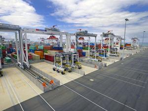 Image 2: Kalmar ASCs and AutoShuttles at VICT