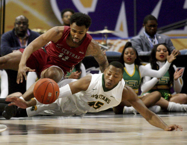 North Carolina Central's Randy Miller, left, and Norfolk State's Jordan Butler battle for a loose ball during an NCAA college basketball game in the championship of the Mid-Eastern Athletic Conference tournament, Saturday, March 16, 2019, in Norfolk, Va. (AP Photo/Jason Hirschfeld)