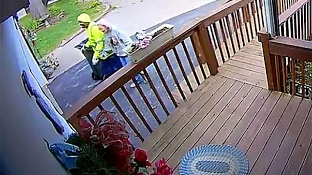 'I always try to make her smile': Sanitation worker helps 88-year-old woman with dementia wheel trashcan up her driveway (ABC News)