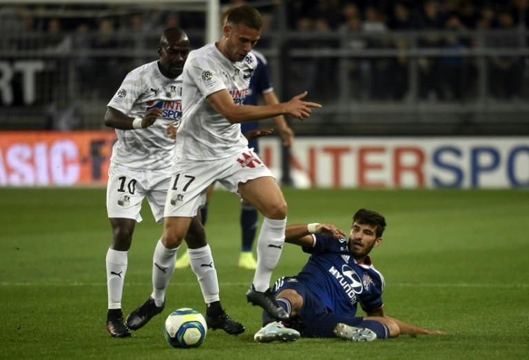 Lyon conceded a late equaliser to draw at Amiens