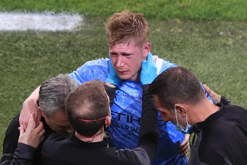 PORTO, PORTUGAL - MAY 29: Kevin De Bruyne of Manchester City looks dejected after being forced off with a head injury after a collision with Antonio Rudiger of Chelsea. during the UEFA Champions League Final between Manchester City and Chelsea FC at Estadio do Dragao on May 29, 2021 in Porto, Portugal. (Photo by Marc Atkins/Getty Images)