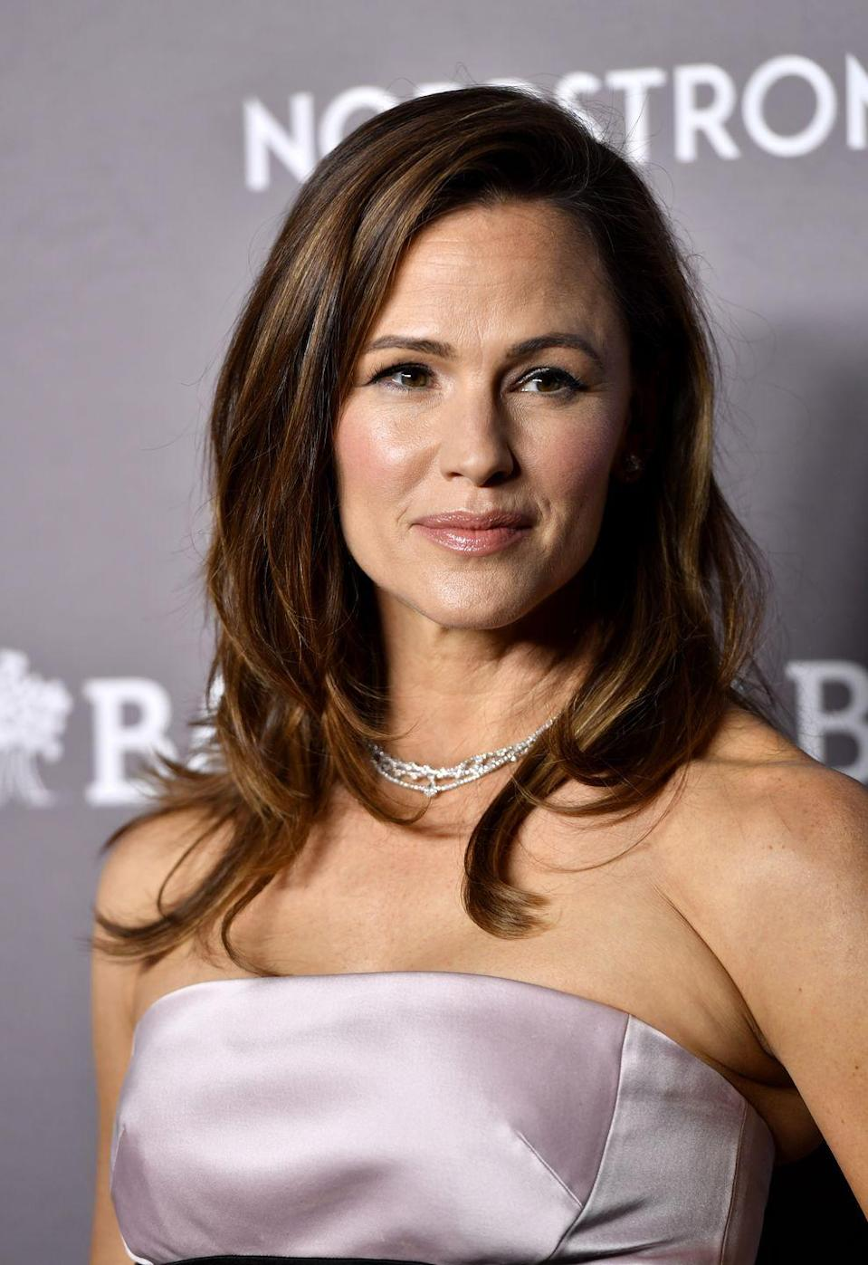 <p><strong>Jennifer Garner</strong> shows how wearable reddish-brown locks are. Her shaggy, layered haircut helps accentuate her highlights even more. </p>